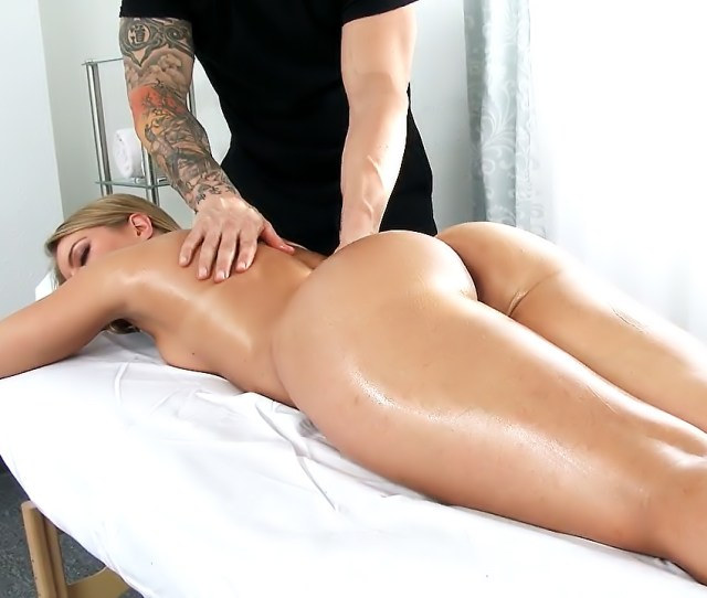 Bootie Blessed Candice Dare Loves A Naughty Massage