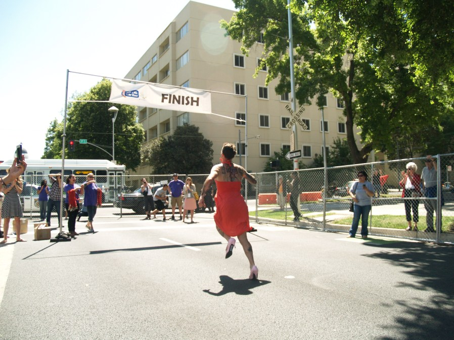 Zachary Pierce frantically races to the finish line after losing, and going back for, a shoe. Photo: Kate Gonzales