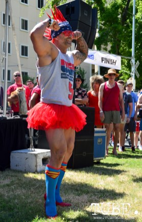 WBFF Pro Jason Salinas of S&B Elite Fitness wins best legs competition at Walk A Mile In Her Shoes hosted by WEAVE, inc. Sacramento, Ca. Photo Alejandro Montaño.