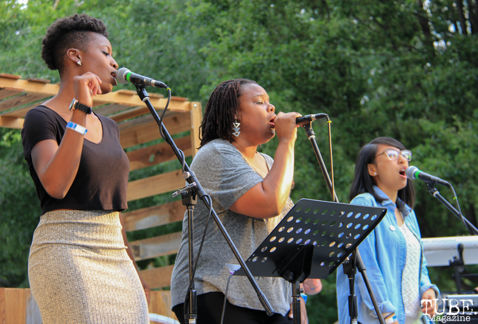 Cristen Spencer, Nicole Gentry and AJ Urbano Backup Singers of Current Personae, Cesar Chavez Park, Sacramento, CA. May 6th, 2016. Photo Anouk Nexus