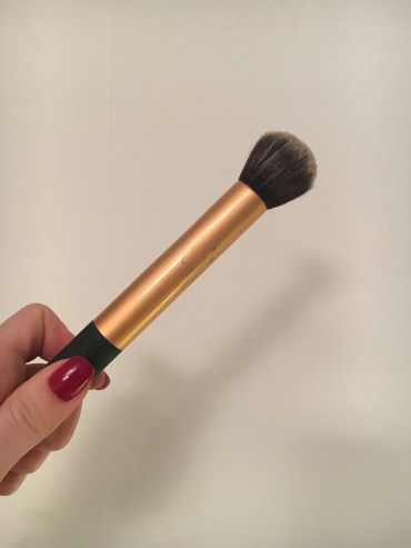 real-techniques-foundation-brush-how-to