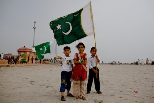 children-celebrating-independence-day-pakistan