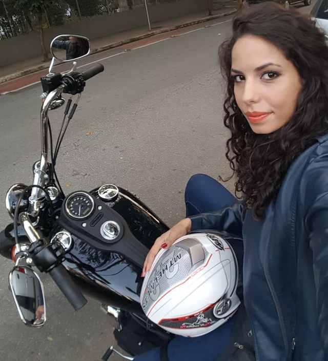 Amanda Pagliari, fundadora do MulheresdeMoto.com.br - Foto: Arquivo Pessoal