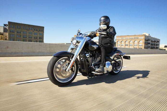 Linha Harley-Davidson 2021 - H-D Fat Boy® 114 2021 com novo estilo em cromado brilhante