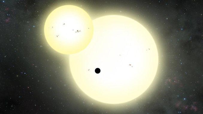 Forrás: National Geographic (http://www.nationalgeographic.com.es/ciencia/actualidad/hubble-detecta-planeta-orbitando-alrededor-dos-estrellas_10724)