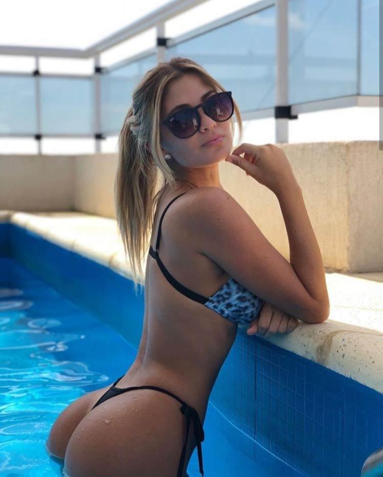 gatinha-sexy-na-piscina