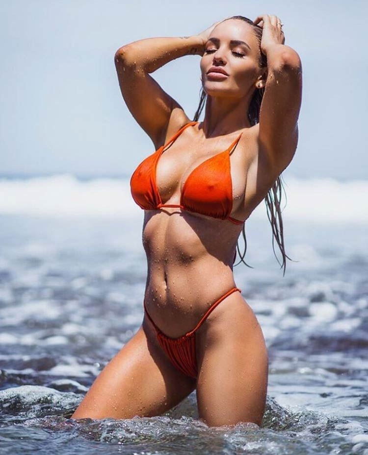 gostosa-na-praia
