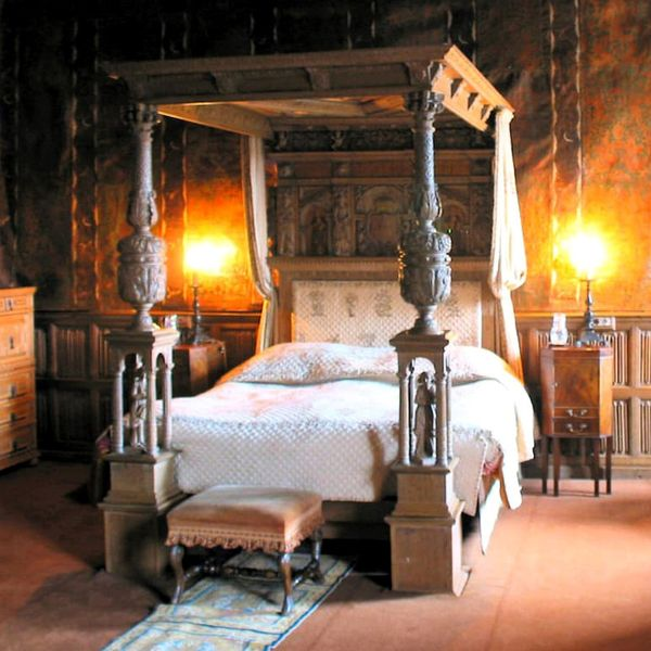 the history of the four poster bed