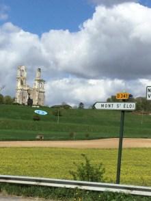 La basilique de Mont-St-Eloi qui a vu les combats sanglants de la guerre de 14.