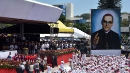 Monseñor Óscar Arnulfo Romero fue declarado beato en una misa multitudinaria. Fotos de Rodrigo Arangua/AFP/Getty Images