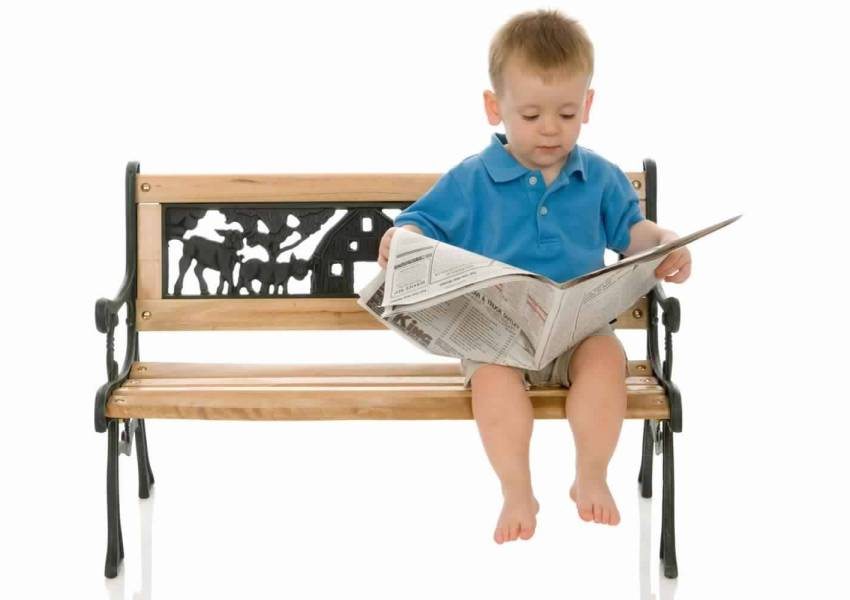 Kids reading newspaper, Young cronicle