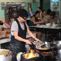 """Propietario del restaurante Supinya """"Jay Fai"""" Junsuta, galardonado con una estrella Michelin. (Foto de Jetjaras Na Ranong)"""
