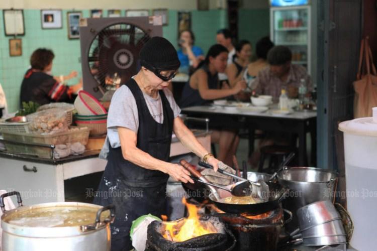 """Propietario del restaurante """"Jay Fai"""", galardonado con una estrella Michelin. (Foto de Jetjaras Na Ranong)"""