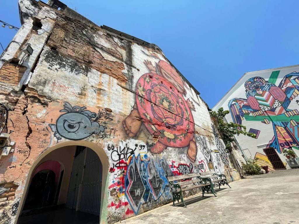 Arte Callejero en Phuket Town, artista Alex Face,
