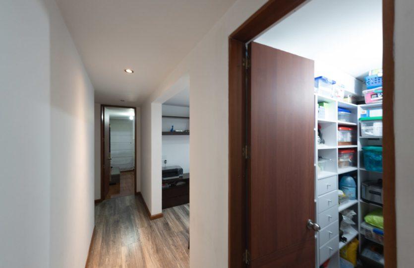 Se vende Apartamento en Pontevedra Bogota de 103m2 Hall
