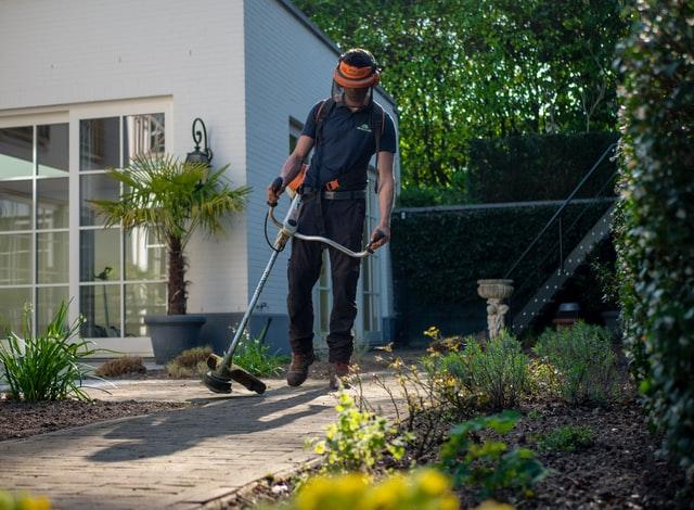 Een hovenier inhuren voor een mooie tuin