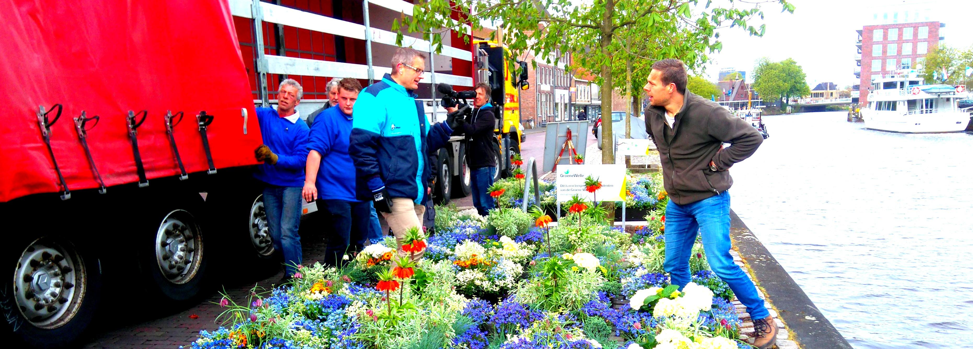 Harry Pierik – Drijvende bloembedden in een Zwolse stadsgracht