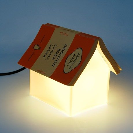 suc154-book-rest-lamp-dark