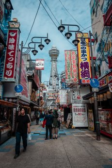 Kult-Ranzviertel rund um Tsutenkaku