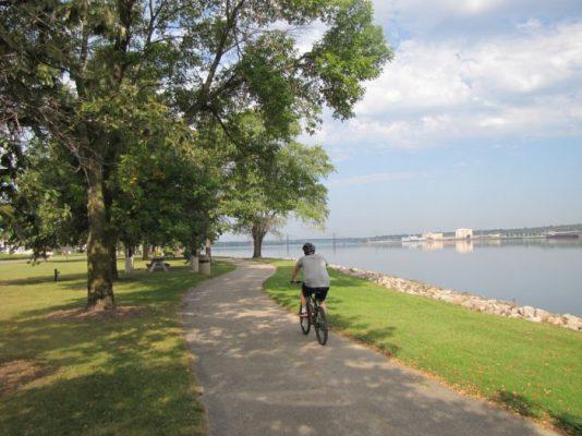 New-Orleans-Mississippi-River-Trail-700x525