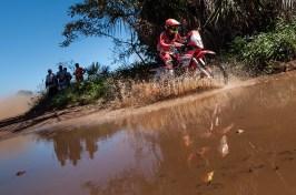 Adrien Metge, piloto da Equipe Honda Mobil de Rali no Rally dos Sertões 2015. Crédito: Gustavo Epifanio/Foto Arena/VIPCOMM