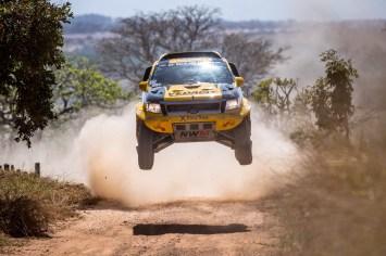 Marcos Baumgart e Kleber Cincea, dupla da X Rally Team/NWM nos carros do Rally dos Sertões 2015. Crédito: Marcelo Machado/Foto Arena/VIPCOMM