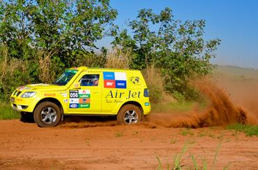 Carro #56 da dupla Poit/Rafael acelerando na etapa anterior. Foto: Alex Rayol