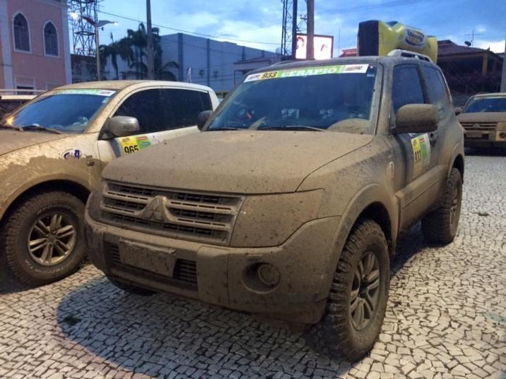 Fim da corrida !! Chegamos em Quixada e nosso carro um pouco sujo mas inteiro!!. Foto: PAULA e VILMA - Mulheres no Rally
