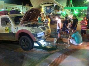 Equipe apoio trabalhando. Foto: Araponga Rally