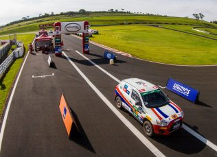 Duplas largarão no asfalto do Autódromo Velo Città, em Mogi Guaçu Crédito: Marcos Rabioglio / Mitsubishi