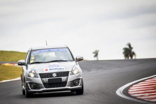 Evento é uma grande oportunidade de dirigir o carro em um autódromo. Foto: Murilo Mattos / Suzuki