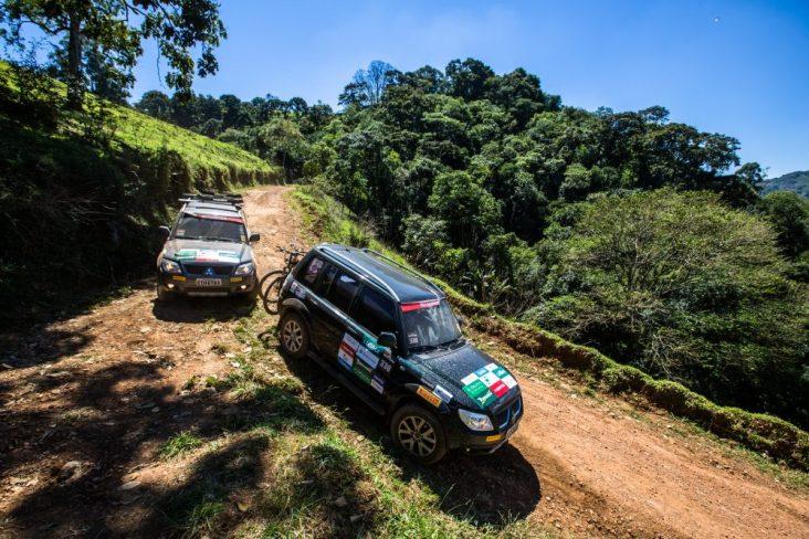 No Mitsubishi Outdoor as equipes são formadas por dois carros Crédito: Tom Papp / Mitsubishi