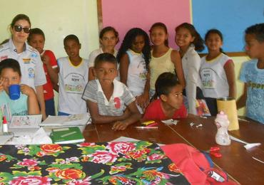 Entrega de kits em Domiciano (Sanderson Pereira/Photo Esporte)