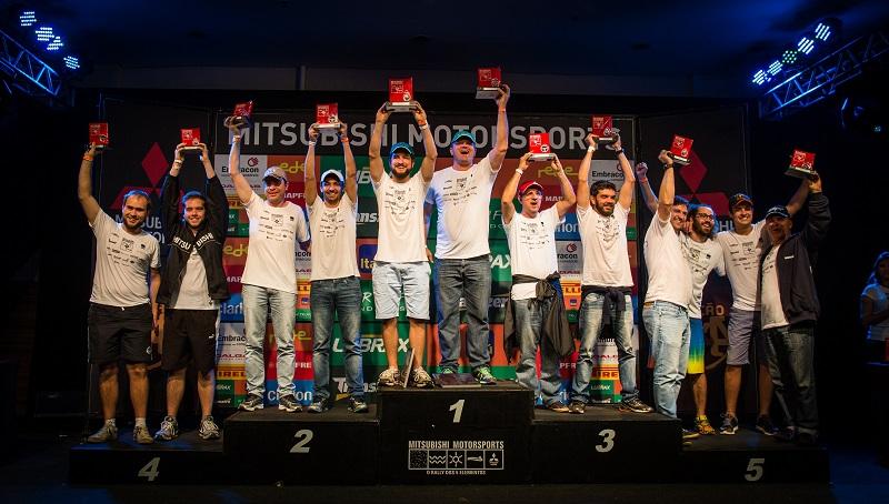 No final da etapa, os melhores de cada categoria são premiados. Foto: Tom Papp / Mitsubishi