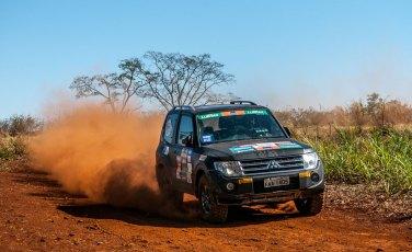 Prova foi marcada por muita poeira e piso escorregadio - Marcio Machado / Mitsubishi