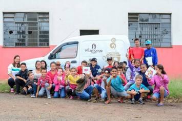 Parte das crianças do Projeto Luz (Divulgação)