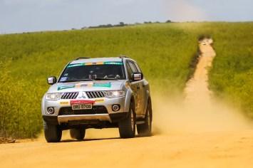 Duplas enfrentaram etapa com muitos desafios off-road. Foto: Cadu Rolim/Fotovelocidade