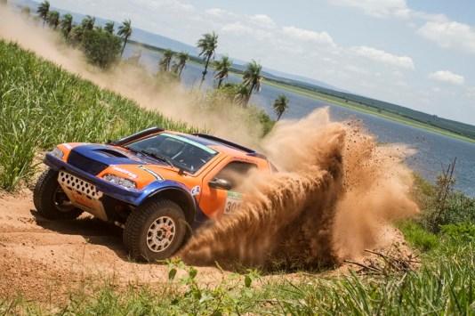 Marcos Moraes e Fábio Pedroso foram os vitoriosos entre os carros (Luciano Santos/DFotos)