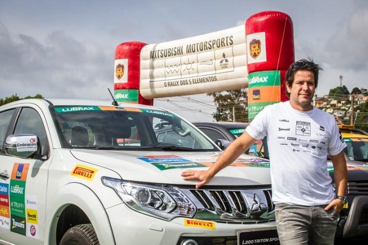 Ator Murillo Benício participou do rali a bordo da nova L200 Triton Sport. Foto: