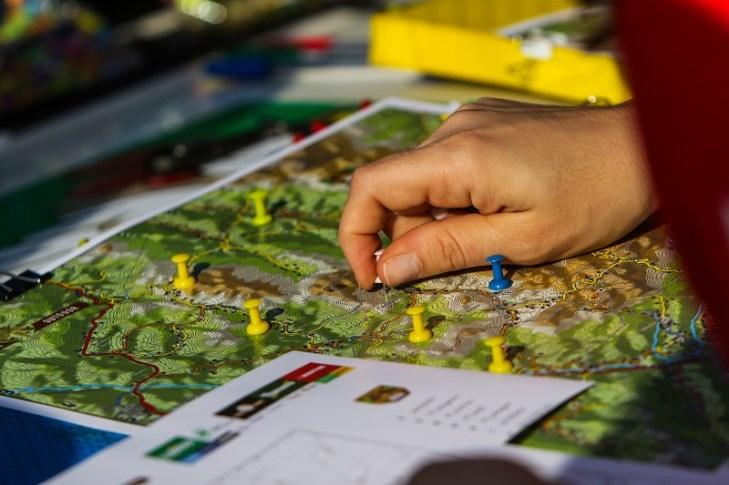 Mapa e lista são entregues apenas na largada. Ao time, cabe traçar a estratégia. Foto: Cadu Rolim/Mitsubishi