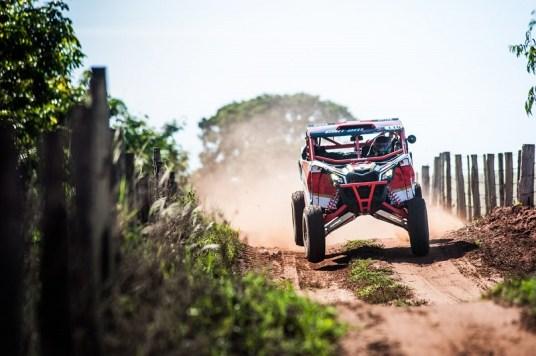 Rodrigo Varela a bordo do UTV Can-Am Maverick X3 X RS no Rally Barretos Crédito: Gustavo Epifânio/DFotos