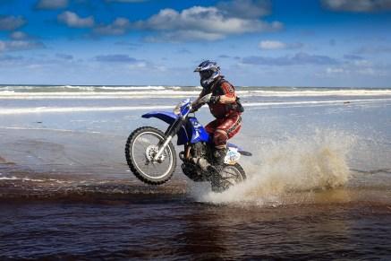 Rodrigo Khezam na disputa do Rally da Ilha com a Yamaha TT-R 230 (Luciano Santos/DFotos)