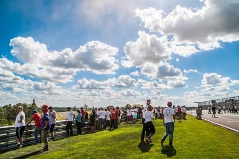 Público assistiu bem de perto as disputas do rallycross. Foto: Marcio Machado/Mitsubishi