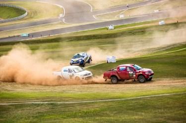Quatro carros disputavam simultaneamente. Foto: Ricardo Leizer / Mitsubishi
