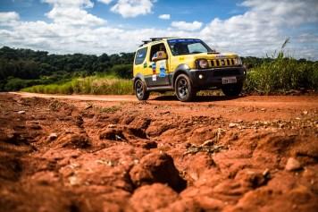 Muita diversão e aventura pelas trilhas 4x4. Foto: Tom Papp / Suzuki