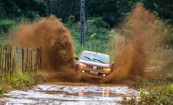 Chuva deixou a prova ainda mais emocionante. Foto: Tom Papp / Mitsubishi
