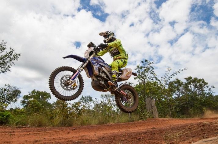 Ricardo Martins ficou com a segunda posição entre as motos (Doni Castilho/DFotos)