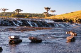 O Passo da Ilha é uma das travessias de rio mais impressionantes do país com 300m de extensão e rodeado de cachoeiras.