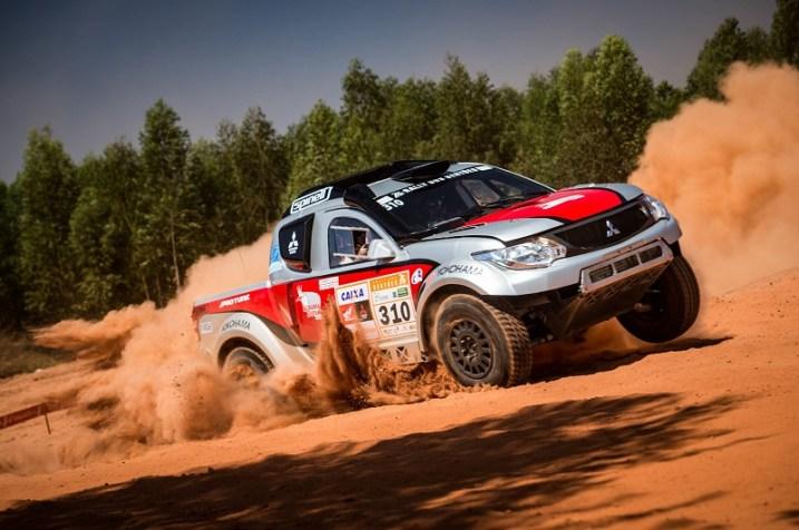 Mitsubishi domina o grid do Rally dos Sertões. Foto: Marcelo Maragni / Fotop