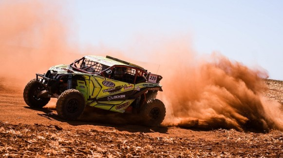 Lucas Barroso/Breno Rezende a bordo do Can-Am Maverick X3 no Rally dos Sertões 2017 Crédito: Victor Eleutério/DFotos